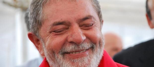 PT pressiona para que Lula aceite o cargo logo