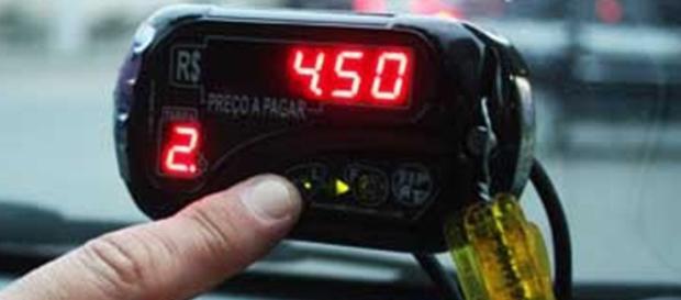 Taxistas reclamam de violência e concorrência