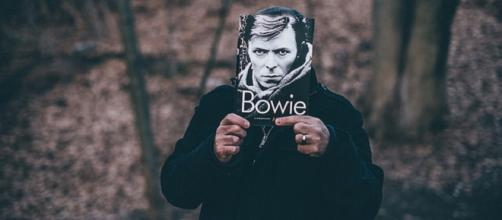 Bowie self-portrait to attract auction interest