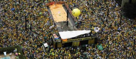 Brasileiros não suportam mais tanta corrupção