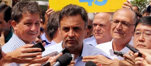 Aécio e Alckmin dando entrevista