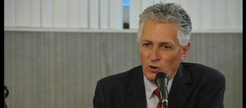Deputado Rogério Correia pedindo reflexão