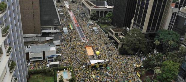 Brasil pede o fim da corrupção em ato histórico