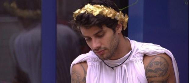 Renan elogia Munik para se safar do paredão