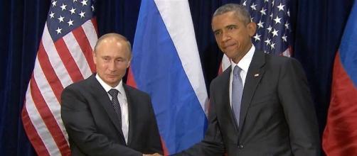 Obama e Putin si stringono velocemente la mano