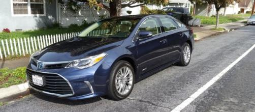 The 2016 Toyota Avalon Hybrid Edition