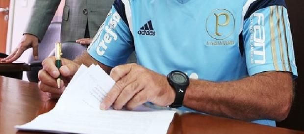 Cuca assina contrato e chega ao Palmeiras