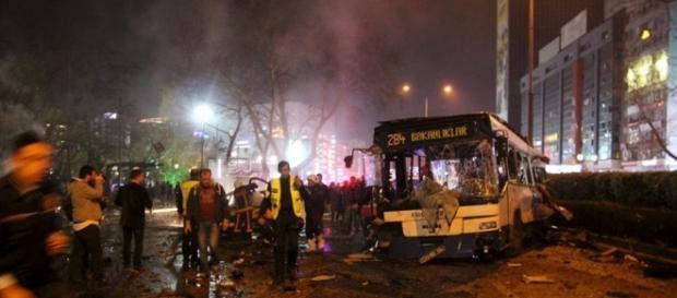 Explosão em Ancara faz centenas de vítimas