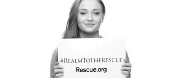 Sophie Turner posa para la campaña solidaria