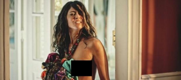 Carol Castro aparece nua em estreia de Velho Chico