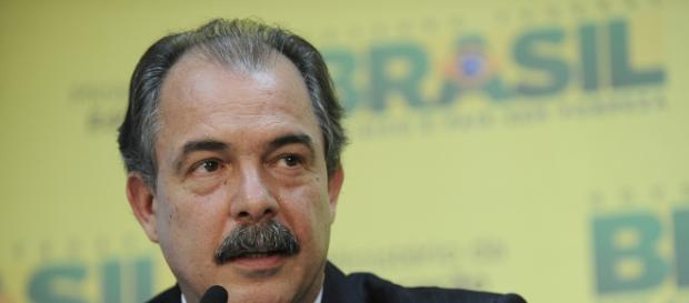 Ministro Aloizio Mercadante em destaque.