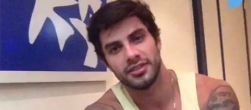 Renan respondeu perguntas de fãs (Reprodução)