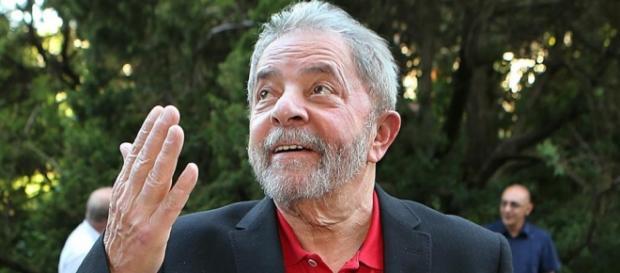 Lula agora é ministro da Casa Civil