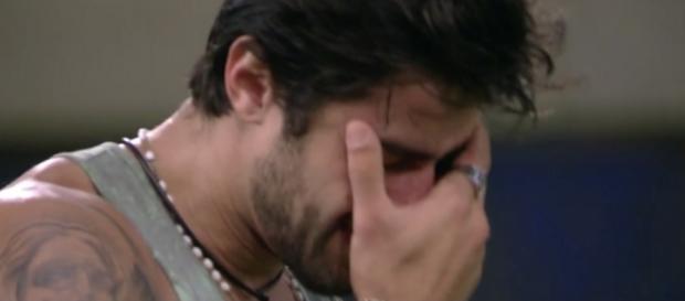 Renan chora antes do paredão da eliminação