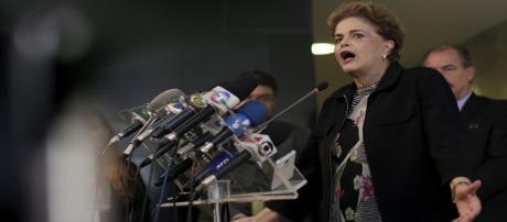 Dilma reage e diz que não renucia