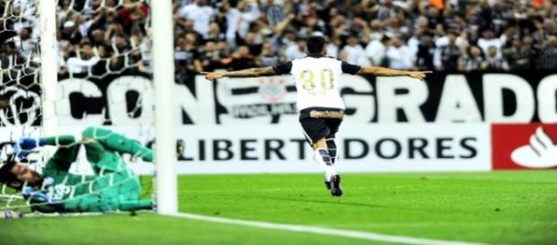 Corinthians vence Cerro por 2x0