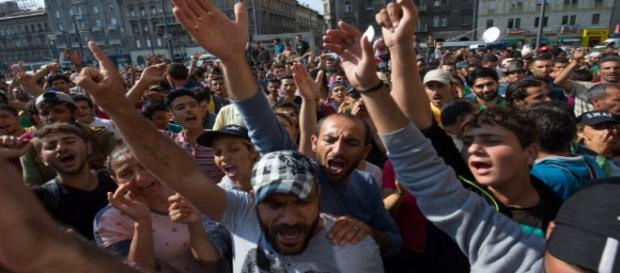 Protestujący imigranci na ulicach Budapesztu