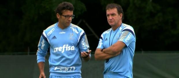 Cuca observa treino do Palmeiras na Academia