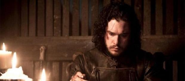 Jon Nieve lee las cartas de los señores norteños