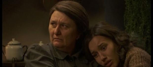 Rosario mette Aurora in salvo da Lucas