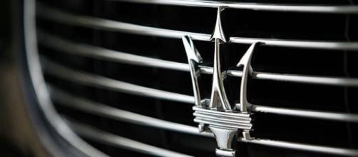 Il distintivo frontale delle Maserati
