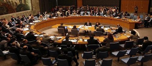 Miembros del consejo negociando las sanciones