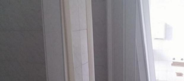 Scuola, nel bagno delle femmine mancano le porte: l\'assurda odissea ...