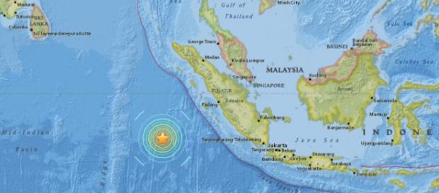 un terremoto de 7.9 grados sacudió a Indonesia