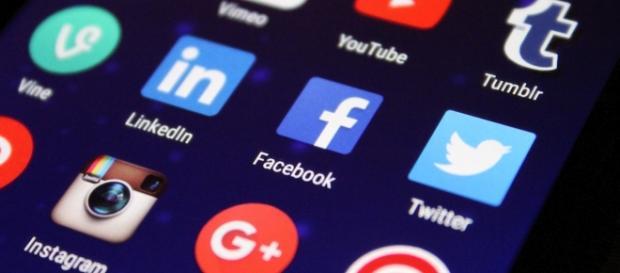 Redes sociais facilitaram o acesso à informação