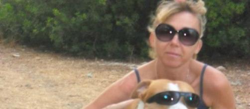 La presunta asesina con su perro