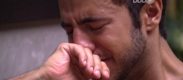 Matheus chora no Big Brother Brasil