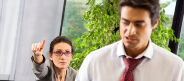 O czym nie warto rozmawiać w pracy?