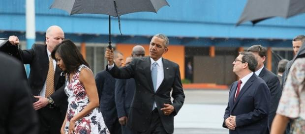 Obama e Michelle all'aeroporto de La Habana
