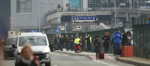 Cidadãos evacuaram calmamente o aeroporto de Bruxelas.