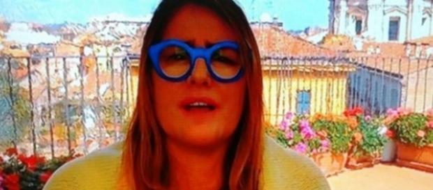 Ilze Scamparini causou com óculos extravagante