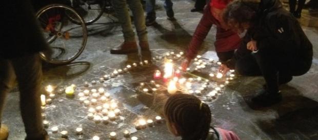 La juventud belga hace frente al terror con velas y dibujos