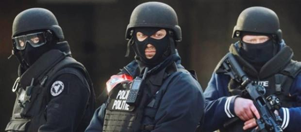 Polícia belga está em alerta (Foto: REUTERS/Christian Hartmann)