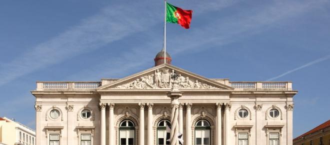 Edifício da Câmara Municipal de Lisboa ilumina-se com as cores da bandeira da Bélgica