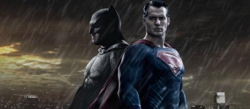 Homem morcego considera Superman e seus poderes como uma ameaça à raça humana