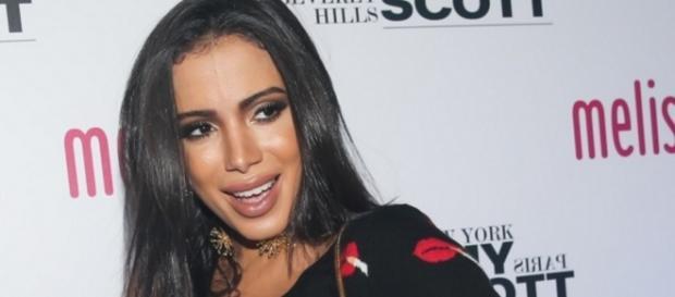 Anitta não gosta de lábios inchados