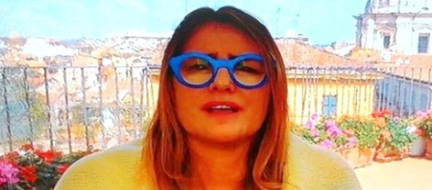 Ilze Scamparini e seu óculos azuis
