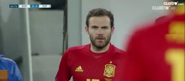 Juan Mata a punto de entrar en el campo