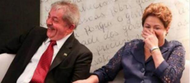 Lula e Dilma rindo - Foto/Divulgação
