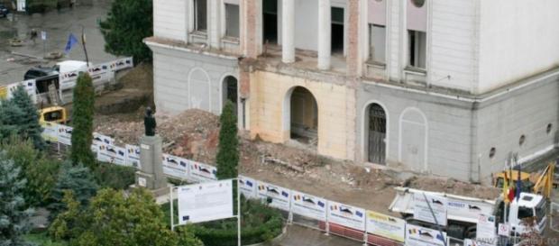 Teatrul din Botoșani este o veșnică ruină