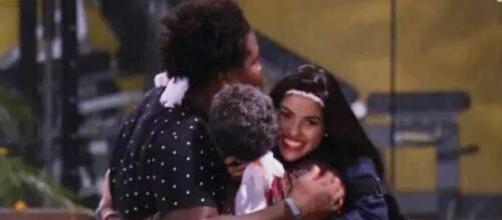 Ronan, Geralda e Munik (Reprodução/Globo)