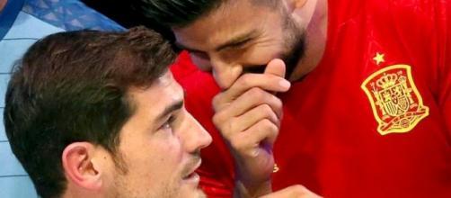 Iker Casillas y Gerard Piqué con la selección española