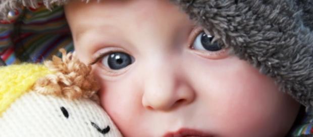 Bebeluș de 4 luni lăsat să moară de foame