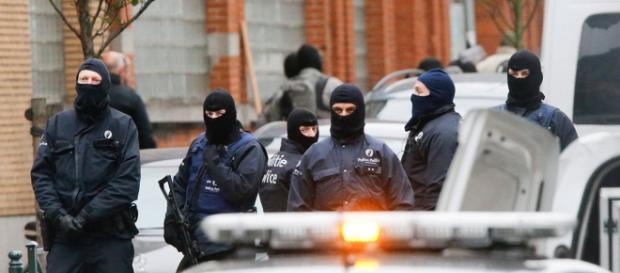 Polícia belga realiza operações na capital Bruxelas