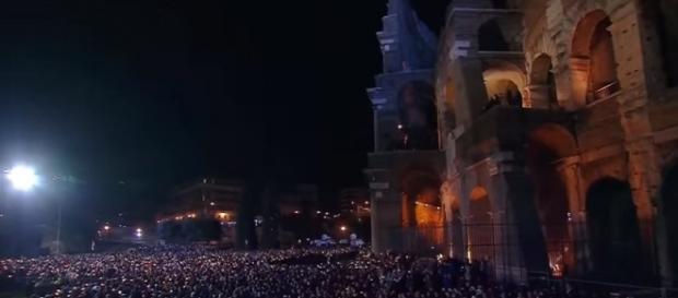 Via Crucis al Colosseo a Roma 2016