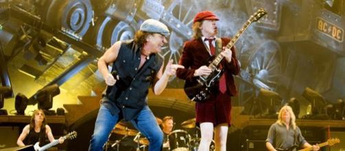Brian Johnson e Angus Young in concerto